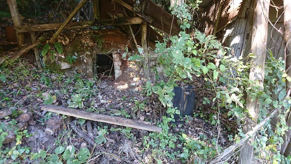 会場への道中にある、使われていない山小屋。